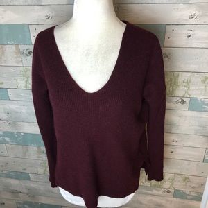 Madewell Vneck sweater fits size xs/ s